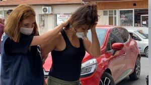Şüphe üzerine takip edilen kadının İç çamaşırından uyuşturucu çıktı