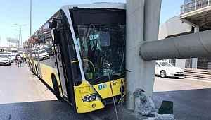 İETT otobüsü metrobüs köprüsüne çarptı: 19 yaralı