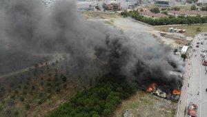 İşçilerin kaldığı 5 konteyner alev alev yandı