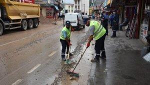 İzmit Belediyesi'nden sağanak yağış mesaisi