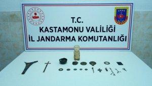 Jandarma ekiplerince durdurulan araçtan tarihi eserler çıktı