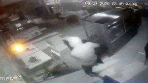 Kağıt toplayıcı rolüne giren hırsızlar esnafı canından bezdirdi