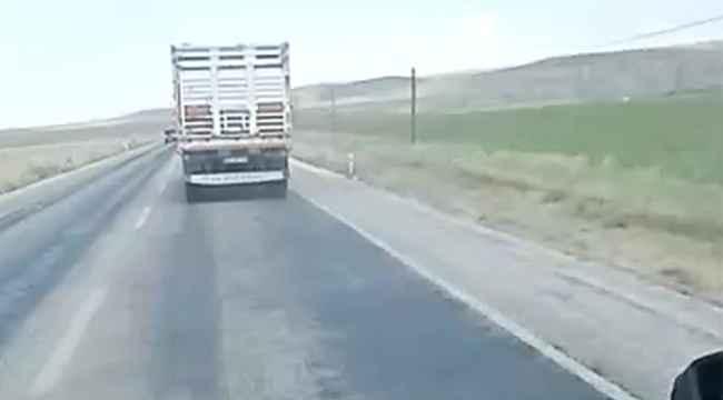 Kamyon sürücüsü ambulansa yol vermedi, saatte 130 kilometre hızla yarışa girdi