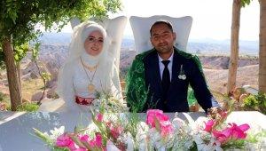 Kapadokya'da günbatımına karşı nikah kıyıldı