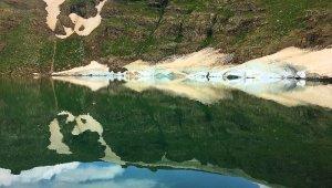 Kar suları ile beslenen göl, kartpostallık görüntüler oluşturdu