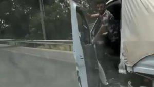 Karayolunda 'pes' dedirten görüntülerle gündeme oturan sürücünün yaptığı yanına kalmadı