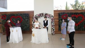 Kepez'de açık havada sosyal mesafeli nikah töreni