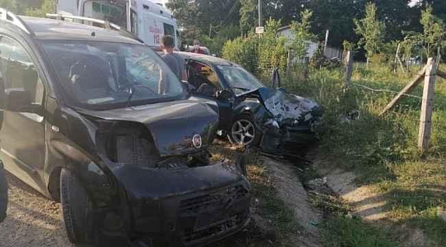 Kocaeli'de hafif ticari araç ile otomobil çarpıştı: 8 yaralı