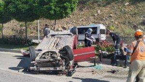 Kontrolden çıkan otomobil takla attı; 2 kişi yaralandı