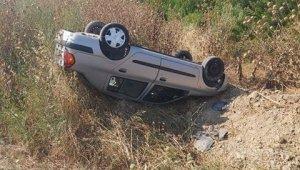 Kontrolden çıkan otomobil tarlaya uçtu: 2 yaralı