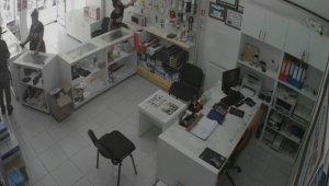Konya'da flash bellek hırsızlığı kamerada