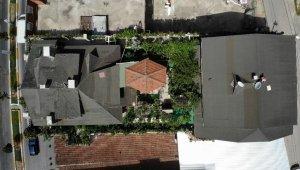 Korona virüs sürecinde teras katında yaptığı bahçeden doğal beslendi