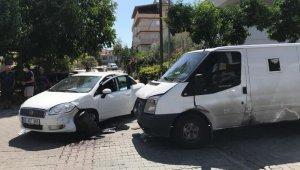 Kuşadası'nda para taşıyan zırhlı araç kaza yaptı: 1 yaralı