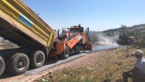 Manisa'da 11 kilometrelik grup yolunda asfalt uygulaması başladı