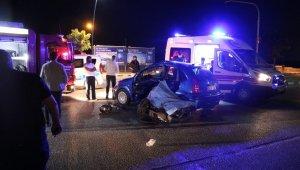 Otomobil ile motosiklet çarpıştı: 1 ölü, 3 yaralı