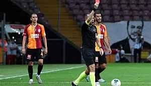Manuel da Costa'nın kalp bölgesine tekme atan Feghouli kırmızı kartla oyun dışında kaldı