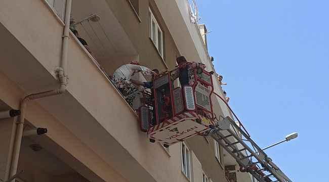 Matkap patladı, balkonda mahsur kalanları itfaiye kurtardı - Bursa Haberleri