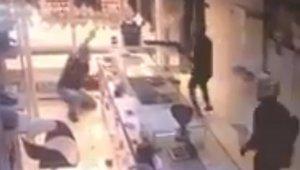 Mersin'deki kuyumcuya silahlı saldırı kamerada