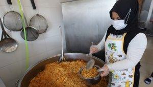 Nevşehir Belediyesinden ihtiyaç sahipleri için askıda elbise aşevine metal yemek kabı desteği
