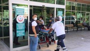 Otomobil biçerdövere çarptı: 3 yaralı