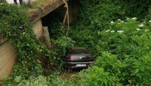 Otomobil köprüden uçtu: 2 yaralı