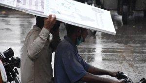 Pakistan'da şiddetli yağışlar sırasında elektrik akımına kapılan 7 kişi öldü