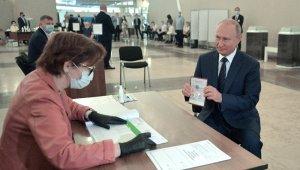 Putin, 2036'ya kadar görevde kalmasını sağlayacak referandumunda oy kullandı