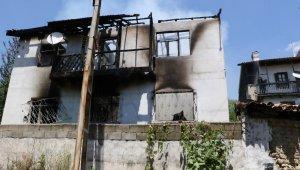 Rukiye nineyi alevlerin arasından köylüler camdan çıkararak kurtardı