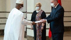 Sierra Leone Büyükelçisi Kai-Samba, Cumhurbaşkanı Erdoğan'a güven mektubu sundu