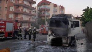 Söke'de park halindeki kamyon yandı
