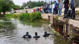 Su altı arama kurtarma polisleri Melek'i her yerde arıyor