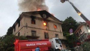 Tarihi binada yangın paniğe neden oldu