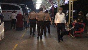 Terminalde güvenlik güçleri devreye girdi, askerler sosyal mesafeyle uğurlandı