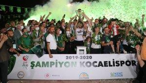 TFF 3. Lig Şampiyonu Kocaelispor'un kutlamaları kenti yaktı