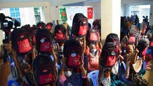 TİKA Kurban Bayramı'nda Bangladeşli sokak çocuklarını unutmadı