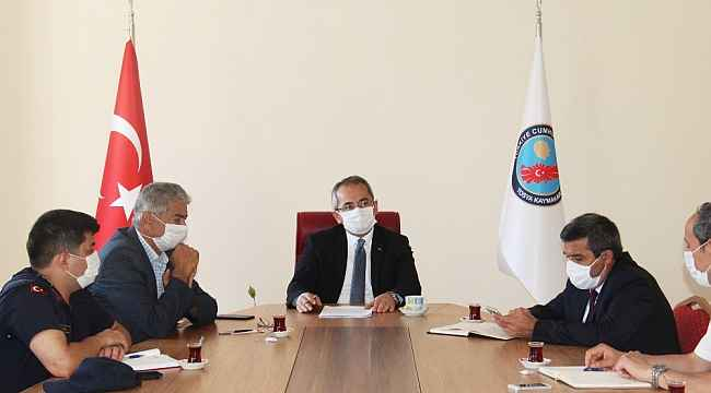 Tosya'da toplu mezar ziyaretleri ve camide bayramlaşma yasaklandı