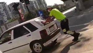 Trafik polisinden alkışlanacak hareket - Bursa Haberleri