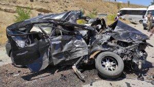 Tunceli-Elazığ karayolunda midibüs ile otomobil çarpıştı: 1 ölü, 17 yaralı
