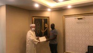 Türkiye'ye okumak için gelen Afrikalı adam Müslüman oldu