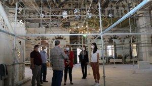 Vali Becel, tarihi camide yapılan restorasyon çalışmalarını inceledi