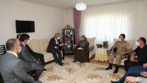 Vali Makas, şehit ve gazi ailelerini ziyaret etti