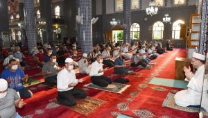 Vali Su, bayram namazını Muğdat Camii'nde kıldı