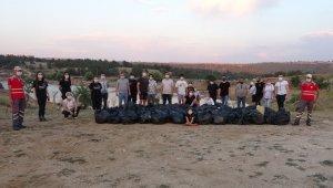 Vatandaşlar, piknik alanında 100 poşetten fazla çöp topladı