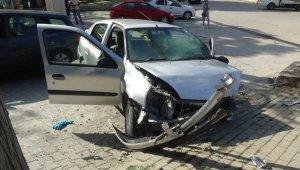 Yaptığı kaza sonrası 100 metre duramayarak, bir kaza daha yaptı