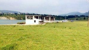 Yaylada tepkiye neden olan beton yapılara Valilikten mühür