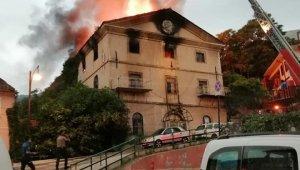 Yeni görüntüler...Bursa'nın tarihi mekanı böyle küle döndü - Bursa Haberleri