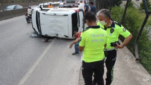 Yoldan çıkan hafif ticari araç yan yattı: 1 yaralı