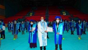YYÜ'de mezuniyet sevinci