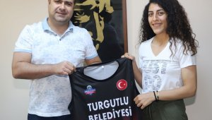 Zeliha Öter bir yıl daha Turgutlu Belediyespor'da