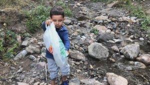 """4 yaşındaki Batuhan'dan """"Lütfen çevreyi kirletmeyelim"""" uyarısı"""